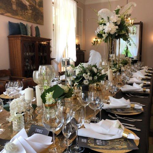 Stolik weselny wewnątrz Pałacu