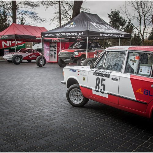 Zjazd starych samochodów wyścigowych