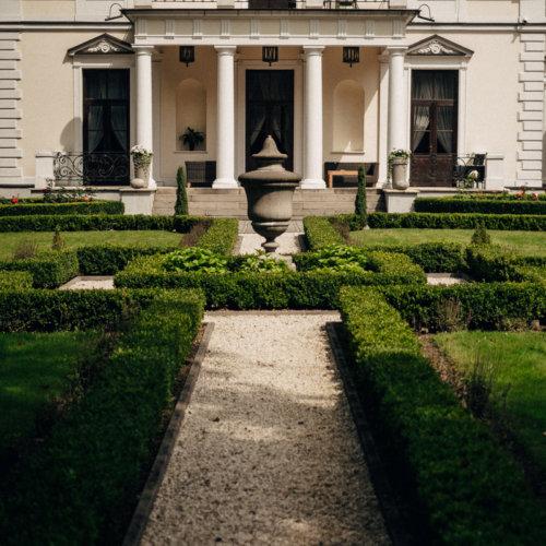 Dziedziniec Pałacu Rozalin