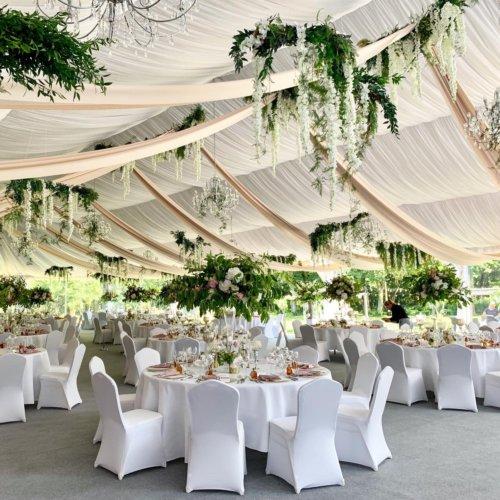 Letnie wesele w namiocie przy Pałacu Rozalin